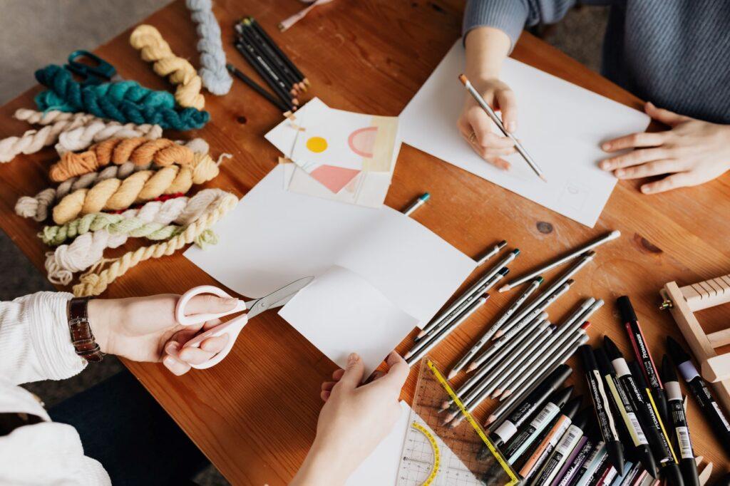 Los consumidores valoran los artículos artesanos y están dispuestos a pagar más si se adaptan a sus gustos… Estas 2 empresas son un ejemplo de ello.